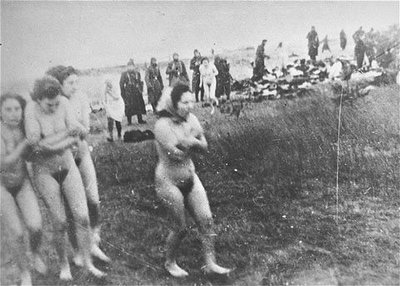 women and war nude